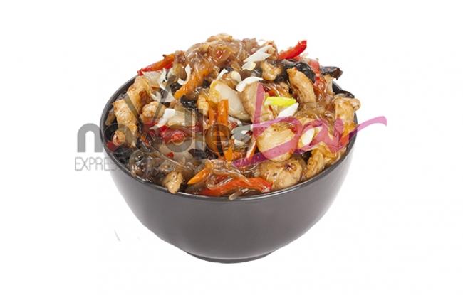 Noodles din cartof dulce cu porc in sos acrisor iute 300gr
